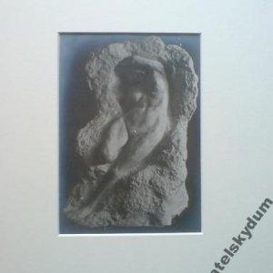 autor plastiky i fotografie je F.Drtikol – 2. foto plastiky – LEŽÍCÍ ŽENA