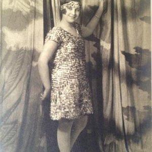 František Drtikol – 1.2. mladá dívka v ateliéru