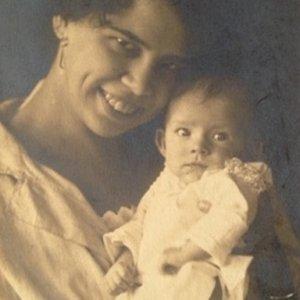 František Drtikol – 1.1. manželka Drtikolova s dcerou Ervínou