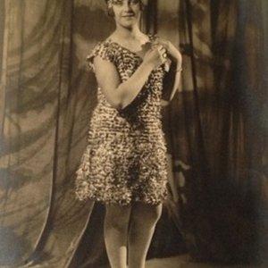 František Drtikol – 1.1. mladá dívka v ateliéru