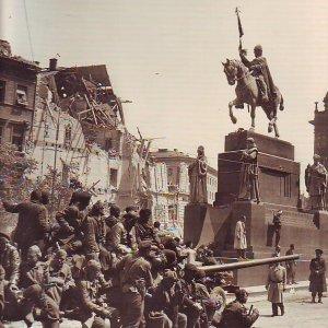 úvodní slovo: Jiří Taufer – KVĚTEN 1945..