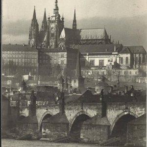 foto J. Jeníček – PRAHA – Pražský hrad a Karlův most